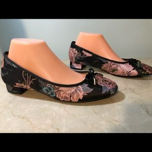 New Kelly & Katie Back & Pink Jacquard Flats 7 M